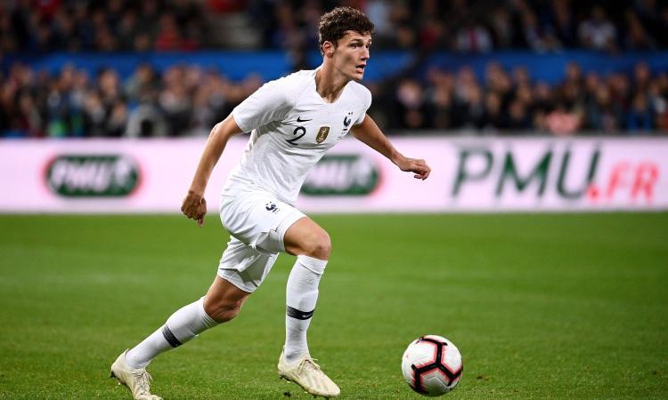 Napoli, idea Pavard: dalla clausola alla concorrenza del Bayern Monaco