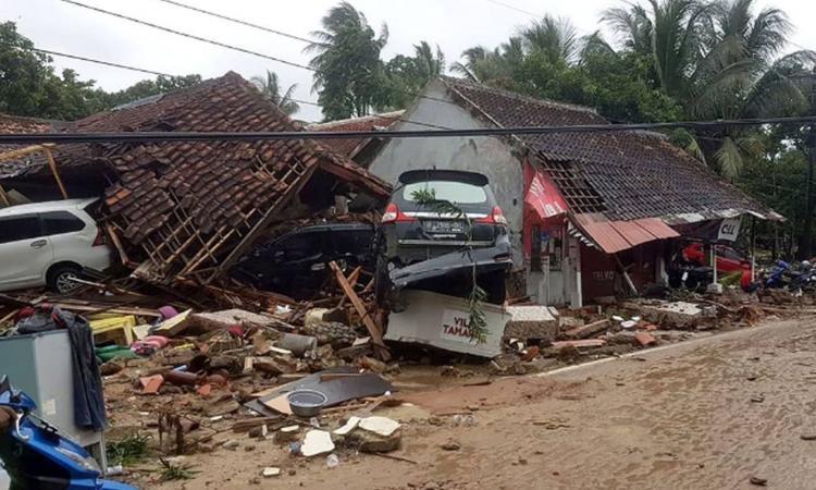 La ragazza con i capelli intrisi di fango, i volti della tragedia: il ricordo dello tsunami in Sri Lanka, come fosse oggi