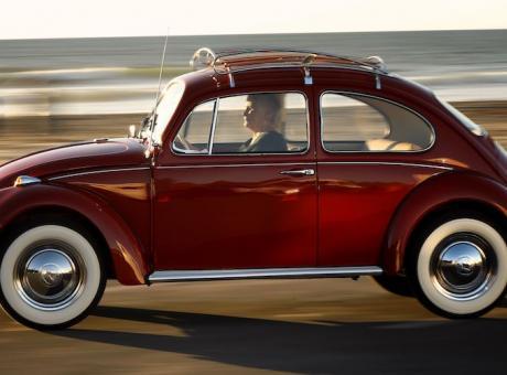 PIT STOP: mezzo secolo d'amore e di lotta al cancro, Volkswagen restaura gratis la sua Beetle FOTOGALLERY