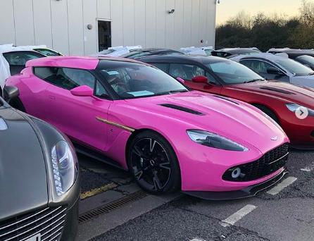 PIT STOP: Aston Martin, ora James Bond viaggia... in rosa FOTOGALLERY