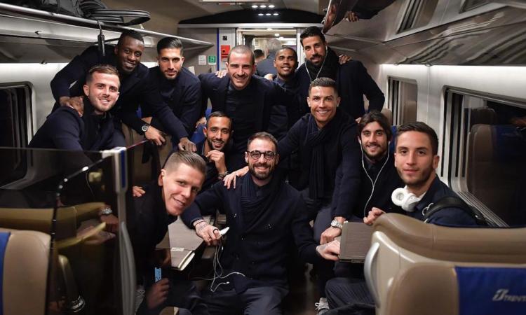 Juve a Bologna: Ronaldo e co., FOTO di gruppo in treno