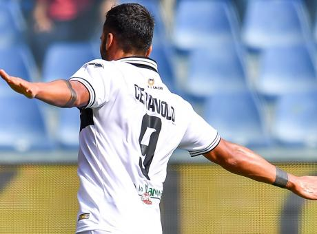 Parma, piccola frenata nella trattativa con il Benevento per Dezi e Ceravolo