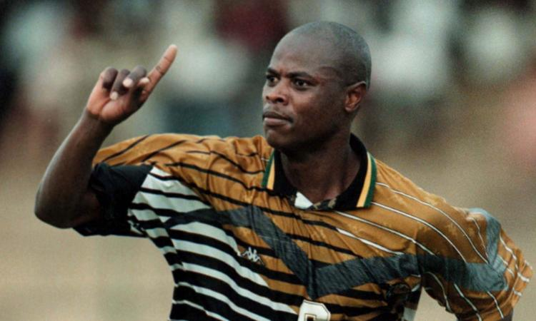 E' morto Phil Masinga: fece innamorare i tifosi del Bari e fece la storia con la maglia del Sudafrica