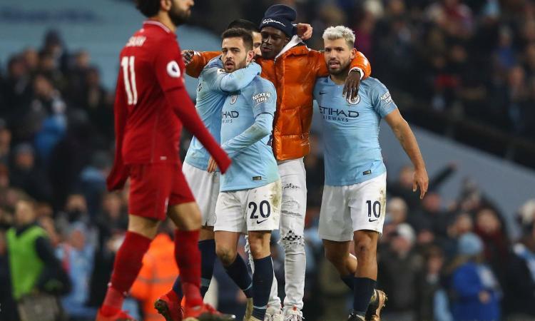 City-Liverpool: Mendy entra in campo per festeggiare, ma viene scambiato per un invasore!