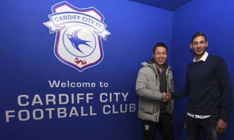 Il calcio prega per Sala: sparito l'aereo che doveva portarlo da Nantes a Cardiff
