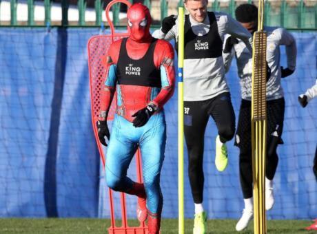 Leicester: Vardy si allena travestito da Spiderman VIDEO