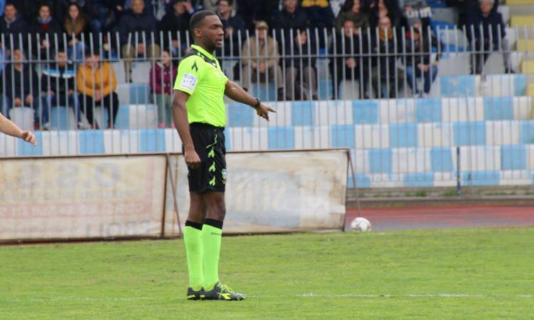 Roma, insulti razzisti all'arbitro da un tifoso di 18 anni: 'Che ho fatto di male?'