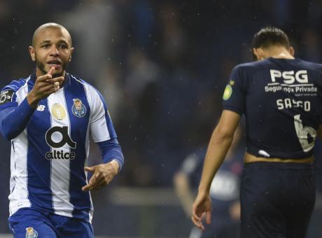 Inter, non solo Godin: offerto Brahimi a parametro zero e congelati due affari