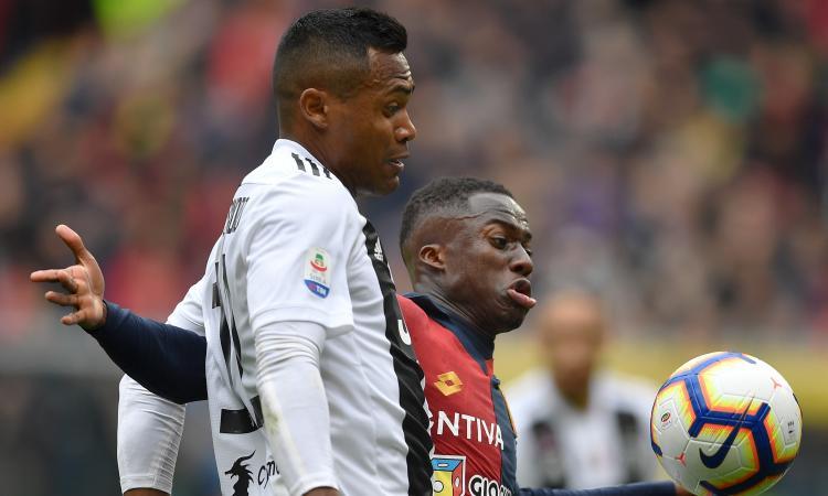 Juve, Alex Sandro flop anche col Genoa: ora Spinazzola...