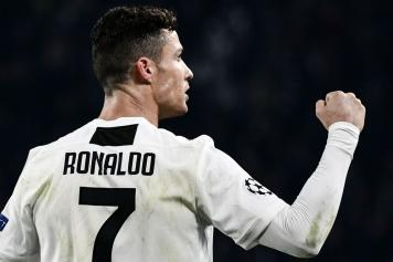 new concept 10abf 545e3 Juve, Ronaldo gives his shirt to Cesinha - pics | English ...