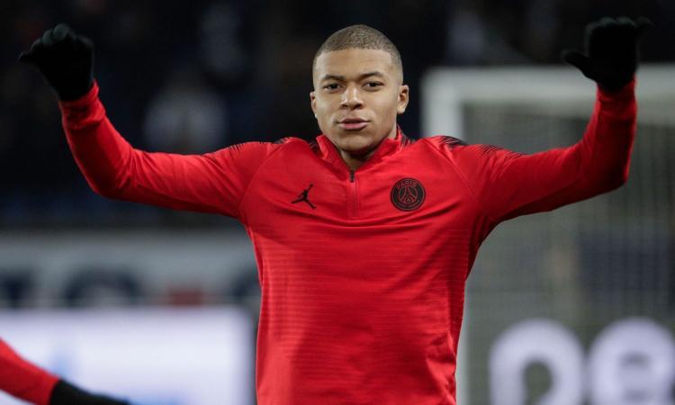Juve, Paratici assediato al ristorante: dopo Ronaldo, i tifosi vogliono Mbappé