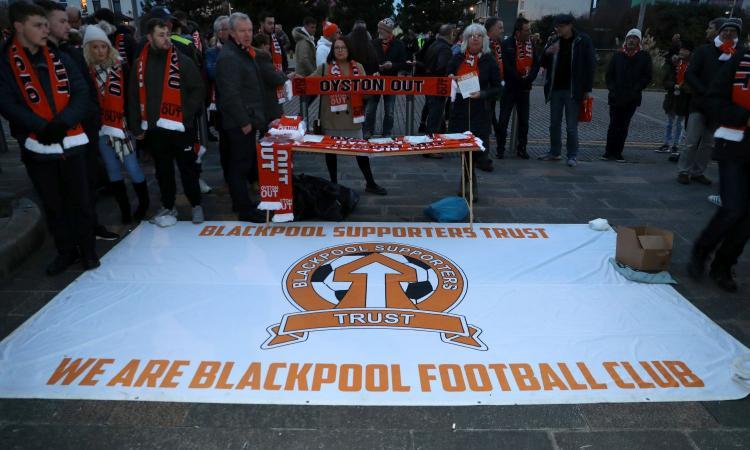 Il calcio è dei tifosi: la favola del Blackpool e del cattivo Oyston, sconfitto dalla 'rivoluzione arancione'