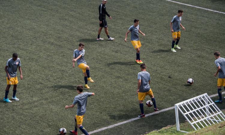 'Vogliono 700 euro al mese per far giocare mio figlio, in Serie B...'. In Inghilterra invece investono