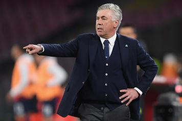 Ancelotti Napoli indica dito