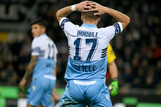 Lazio stun Inter to throw Champions League race wide open