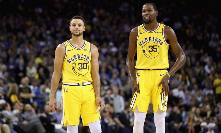 NBA, via ai playoff senza LeBron: chi fermerà i Warriors di Curry e Durant?