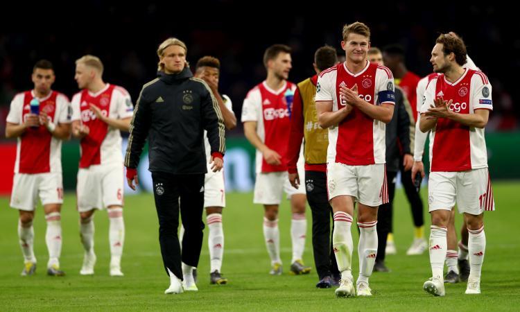 Il mondo libero dell'Ajax: dalle donne in ritiro all'allenamento aperto, lezione alla Juve e a tutto il calcio