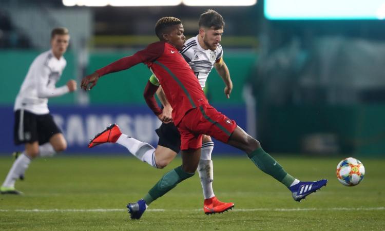 Il Manchester United sfida Juve e Roma per un talento del Benfica