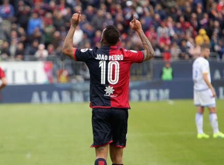 Frosinone, triste déjà vu: tornerà subito in B mentre a Cagliari è festa per la salvezza