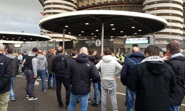 San Siro, Lazio cori prima durante la partita contro Bakayoko VIDEO