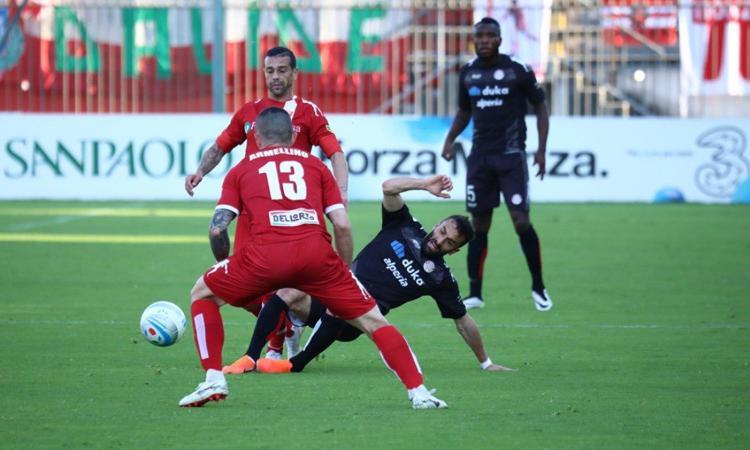 Il Monza di Berlusconi e Galliani delude alla prima in B: solo 0-0 contro la Spal, Gytkjaer sbaglia un rigore