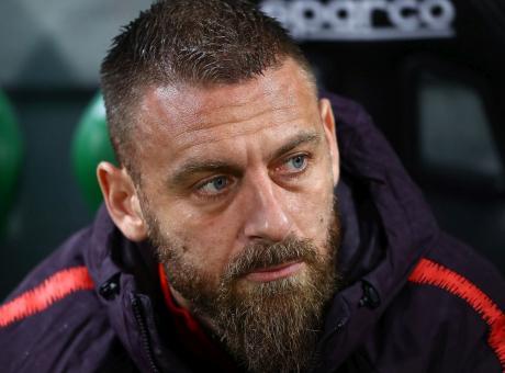 Roma, Verdone: 'De Rossi ultima mazzata, stanno demolendo la squadra. Persino la Lazio vince...'