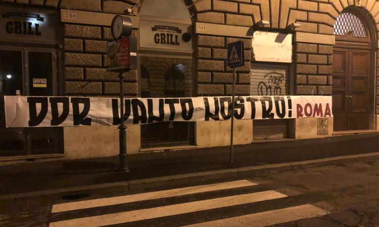Roma, la rabbia dei tifosi su Pallotta: affissi nella notte striscioni pro De Rossi e contro la società