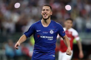 buy online 08979 c6daf Chelsea star Hazard pictured in Spain posing with Real ...