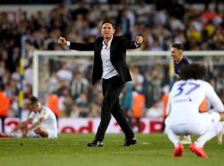 4-2 al Leeds di Bielsa, Derby in finale playoff: sarà Lampard contro Terry per la Premier