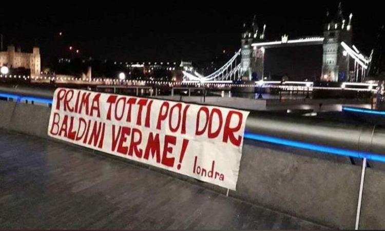 Roma, altre proteste per l'addio di De Rossi: Baldini contestato a Londra