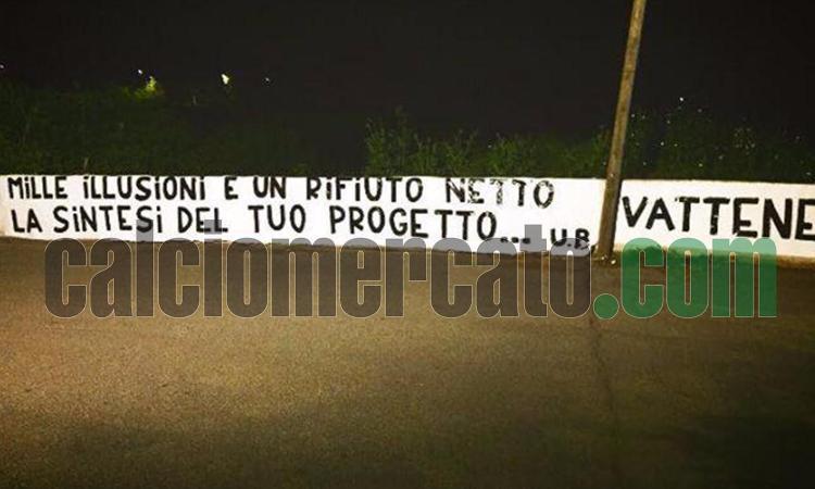 Roma, nuovo striscione contro Pallotta dopo il no di Conte: 'Vattene!' FOTO