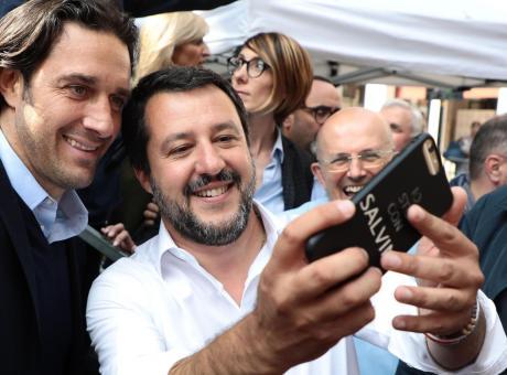 L'indecente gestione di Sea Watch 3: ragazze, speriamo che Salvini non dichiari guerra all'Olanda!
