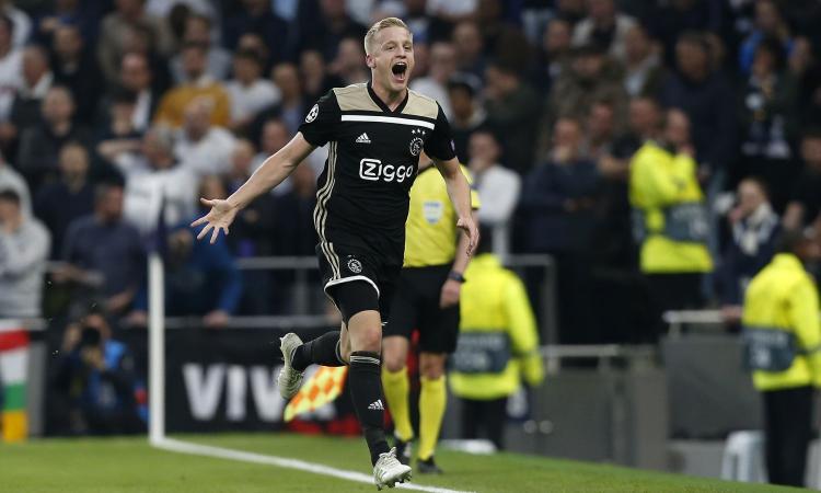 Ajax, ora la fuga dei talenti: da Ziyech a van de Beek, tutte le offerte e il costo
