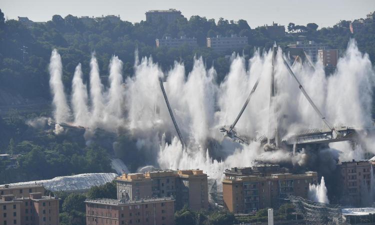 Ponte Morandi, un anno dopo. Il ricordo della tragedia tra vetrina e dolore