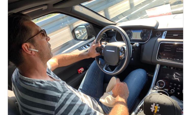 Buffon in macchina a 155 km orari: è polemica sui social