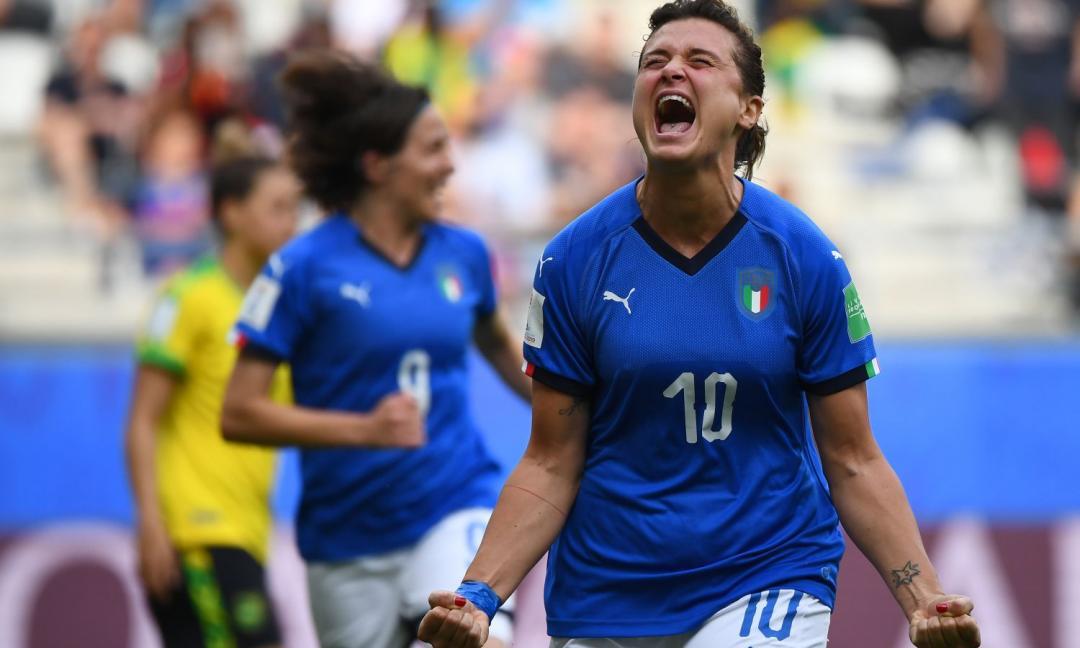 """Il calcio è calcio, ma le donne sono ancora """"dilettanti"""""""