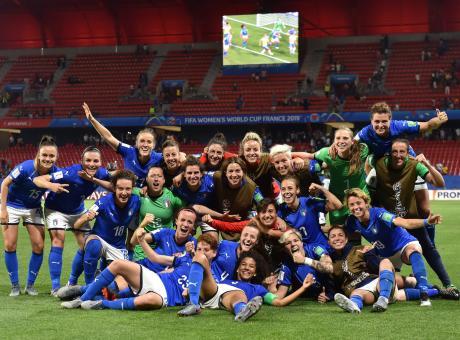 Alla faccia dei misogini: l'Italia femminile ci riporta agli ottavi di un Mondiale