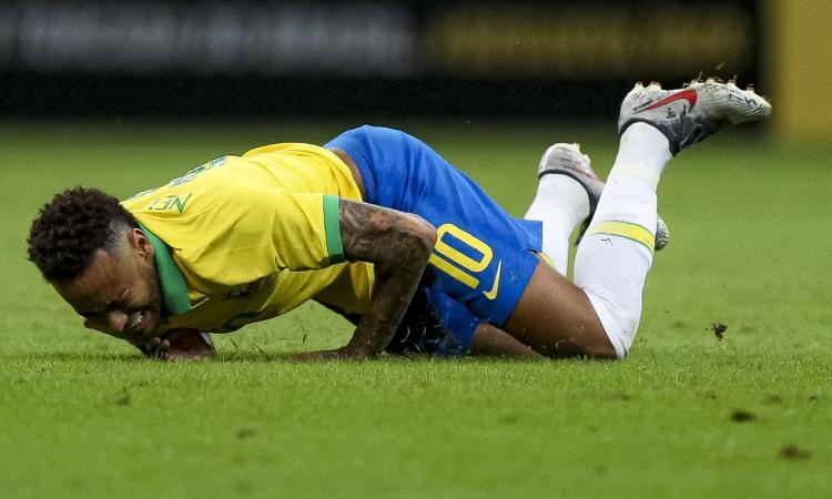 UFFICIALE: grave infortunio per Neymar, salta la Coppa America. E spunta un VIDEO sul caso stupro