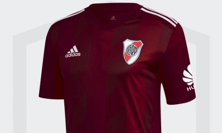 River Plate, maglia granata per omaggiare il 'Grande Torino'! VIDEO