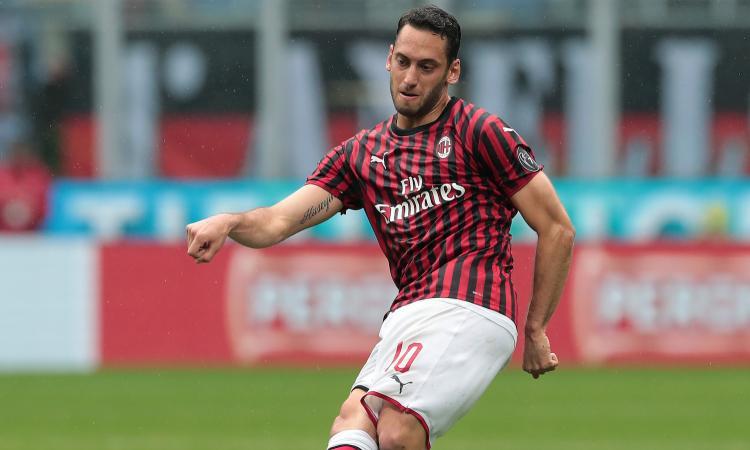 Milan, un club ci prova per Calhanoglu: possibile contropartita