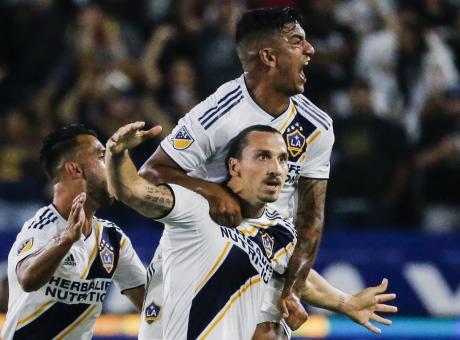 Ibra show a Los Angeles: tripletta nel derby e polemica con Vela