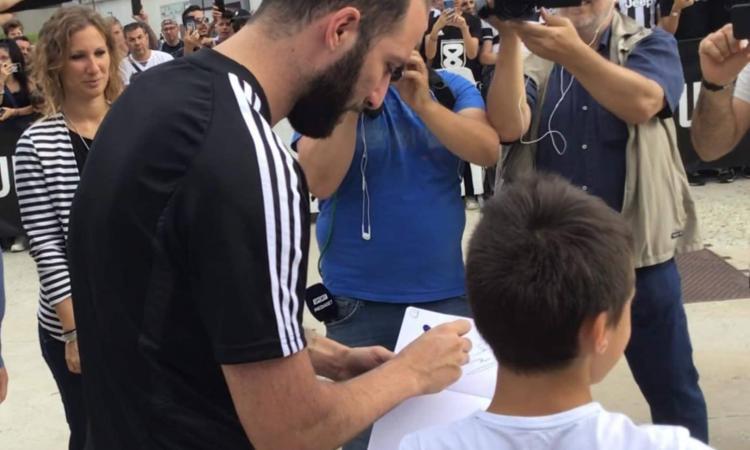 Juve, Higuain sommerso d'amore: ai tifosi non frega niente dei bilanci
