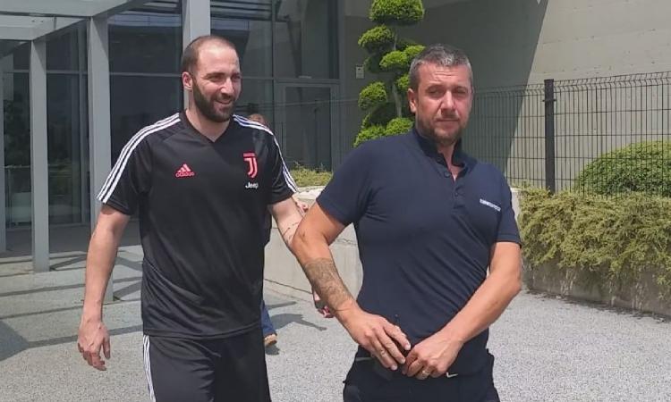 Juve, messaggio social del fratello di Higuain: è a Torino?