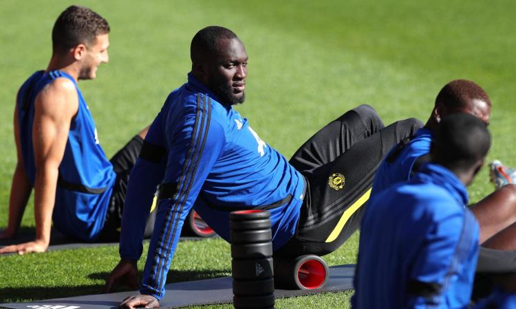 Lukaku all'Inter, una leggenda dello United: 'Pesa 100 kg, è sovrappeso! La non professionalità è contagiosa...'