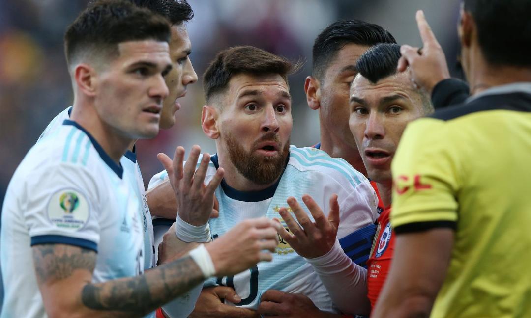 Doppio Messi: ma perché?