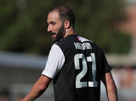 Dzeko rinnova, la Roma rinuncia a Higuain: il Pipita vince, la Juve no