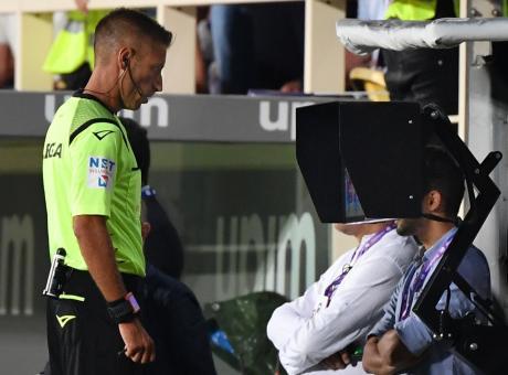 Riparte la Serie A, è subito bufera: il Napoli vince, Montella accusa
