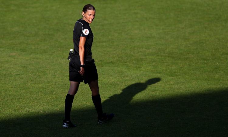 Supercoppa Europea, l'arbitro Frappart: 'Spero di essere un esempio per tutte le donne' VIDEO