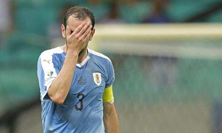 Inter, UFFICIALE: lesione alla coscia per Godin. A rischio l'esordio in Serie A
