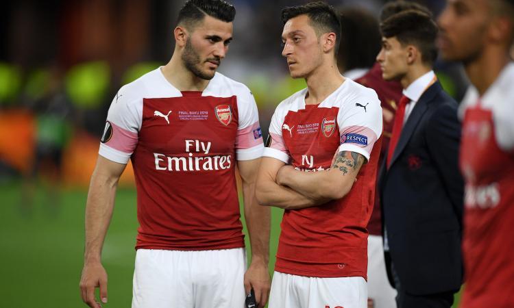 Arsenal, allarme sicurezza per Ozil e Kolasinac: non convocati per il Newcastle